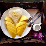 Sticky rice with mango. It was deeeeelicious!!