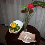 Blommor och färsk frukt varje dag
