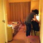 房間空間算大的,29吋行李攤開,人過的去