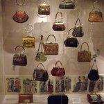 Экспозиция сумок из натуральной кожи 18-19 века