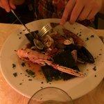 Min sambo väldigt nöjd med seafood-rätten. Veg var också bra! Bra proffsig personal om något str