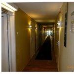Korridor med rum åt båda håll