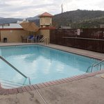 Oakhurst Days Inn Pool