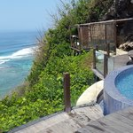 Cliff front private jacuzzi pool
