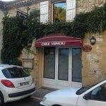 De entree van Chez Minou