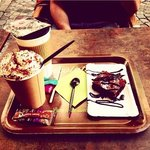 Chocolat viennois, thé et brownie