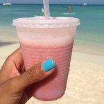 My very yummy Strawberry Kiss smoothie!!!!!