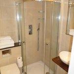 Nice modern bathroom, good rainforest shower