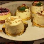 Cheese cake ai frutti di bosco, bavarese alla nocciala e vaniglia w cassatina siciliana.. buonis