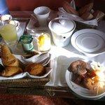 Petit déjeuner en chambre svp