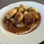 Pollo de caserio relleno de castaña, calabaza y mozzarela