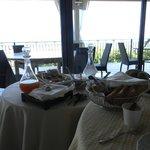 Café da manhã com vista para o mar