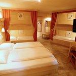 """Standardzimmer für 6 Personen Hotel """"Colosseo"""""""