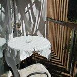 sehr geräumiger, sonniger Balkon