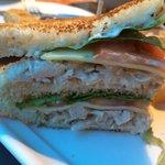 Donde esta la mozarella y el bacon crujiente del sándwich club?