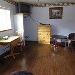 Wohnzimmer Zimmer 211 (Suite)