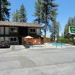 Eigentlich ein Motel, mit Pool und Whirlpool