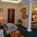 Parte del salón de la suite