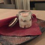 Meringa all'italiana con gocce di cioccolato e marron-glace