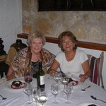 Mi madre (derecha) y su amiga Christa (izquierda)