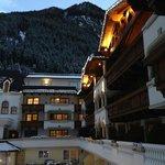 вид на горы и отель