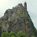 Le rocher et Saint-Michel-d'Aiguihle.