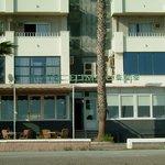 Hotel vom Strand aus