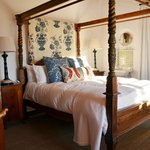 Rhodes Cottage four poster bed