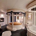 Roman Palace Suite