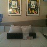 Ramada Plaza West Hollywood - Loft view upstairs bedroom