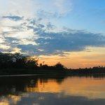 Atardecer en el río Kinabatangan
