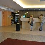 Recepción hotel y minimarket