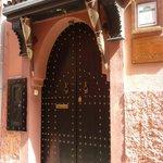 l'entrée du Ryad une magnifique porte