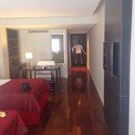 Hotel muito bom! Quartos enormes e atendimento ótimo. Recomendo.