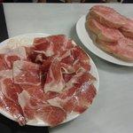 Platito de jamón ibérico con pan tumaca de cortesía