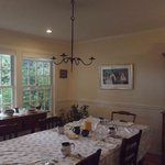 the breakfast table/dining room