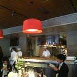 オープンキッチンのレストランウェディング