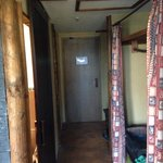 Blick vom Schlafzimmer, Richtung Ausgang - Rechts Kleiderschrank, links Badezimmerzugang