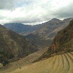 vista do trem que leva a Machu Picchu