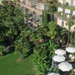 Lounge und Gartenansicht