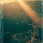 vue du balcon de la chambre au soleil couchant