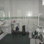 fantastic bathroom for the disabled user