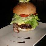 panino San Daniele (hamburger,pancetta,uova strapazzate,insalata,pomodori e cheddar)