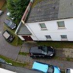 zugeparkte Autos auf zu wenig Platz