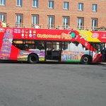 Il pullman del City Tour al capolinea di Piazza Della Stazione