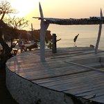 Coucher de soleil vu de l'espace piscine/transats/repos