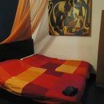 chambre de deux lits vraiment petite les lits se touchent presque
