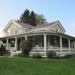 Foto de A Stone's Throw Bed and Breakfast