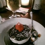 Oreo cookie desert with a nice bottle of Old Mout!