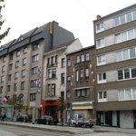 hotelfront streetside